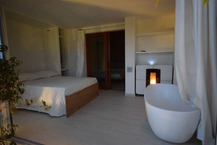 Suite, room 2