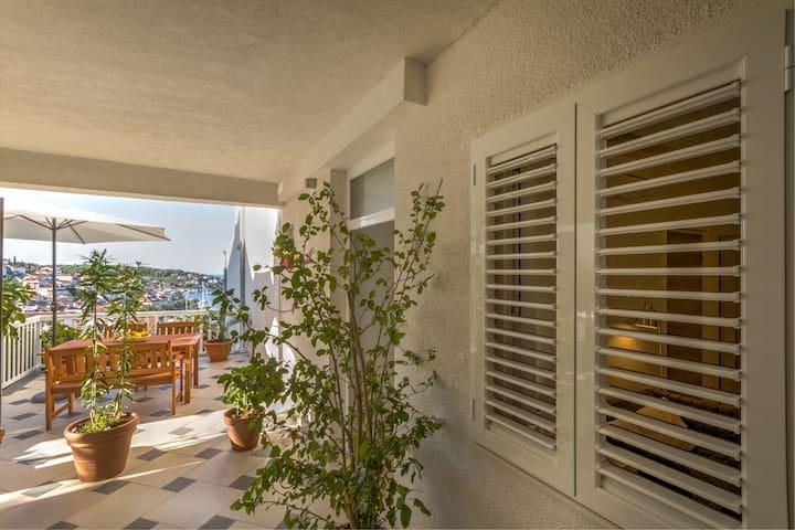 Room with beautiful external terrace, Bonkan