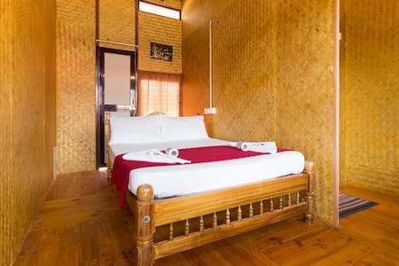 Bamboo Hut Budget Room & Sea View Upper Deck
