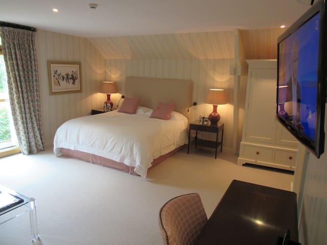 Large Suite Luxury Ensuite | 6