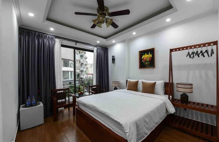 Super Central | Cozy |Balcony with Street Vỉew 401