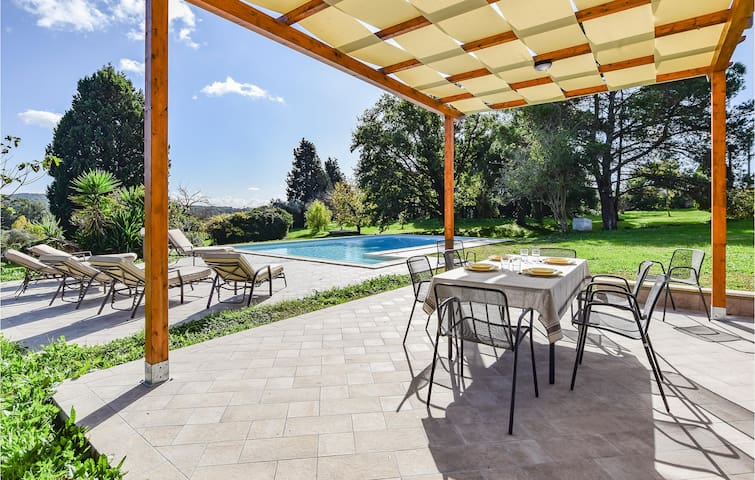 Holiday cottage with 4 bedrooms on 430m² in Campagnano di Roma