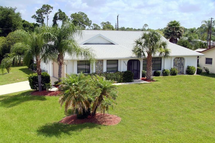 Best Place: Tropical Oasis Home Away From Home - Port Charlotte - House