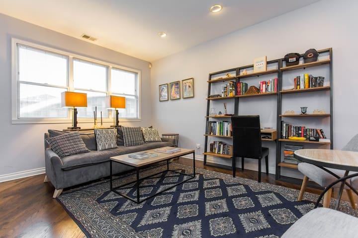 Gorgeous/Spacious 2 Floor Apartment