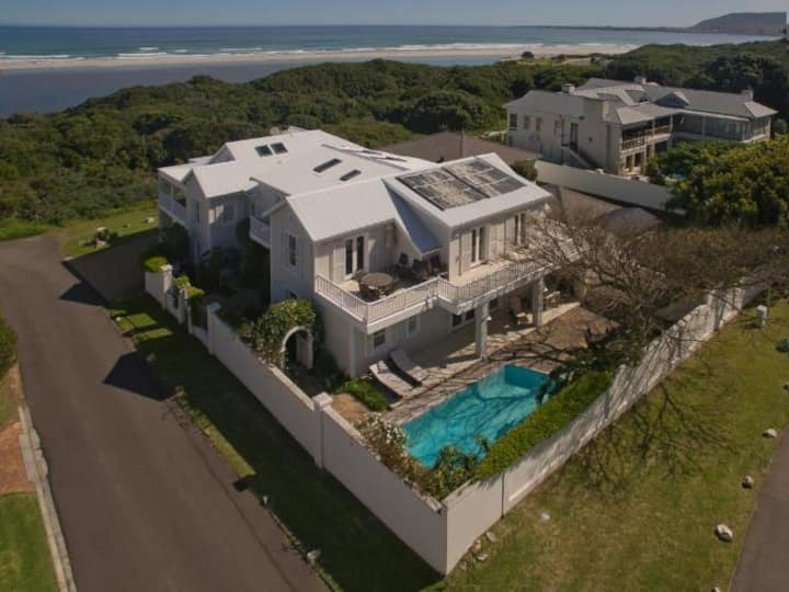 Sea front home in popular Voëlklip Hermanus