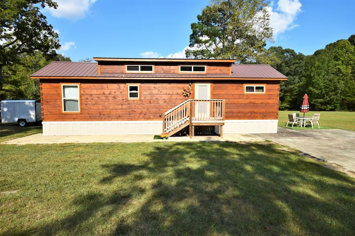 Lovely Log Cabin ~ Minutes from Downtown Raleigh
