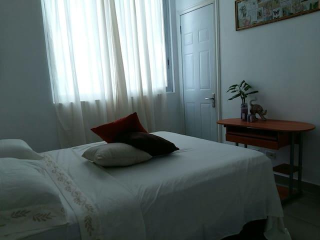 Cómoda habitación con baño - PA - Appartement