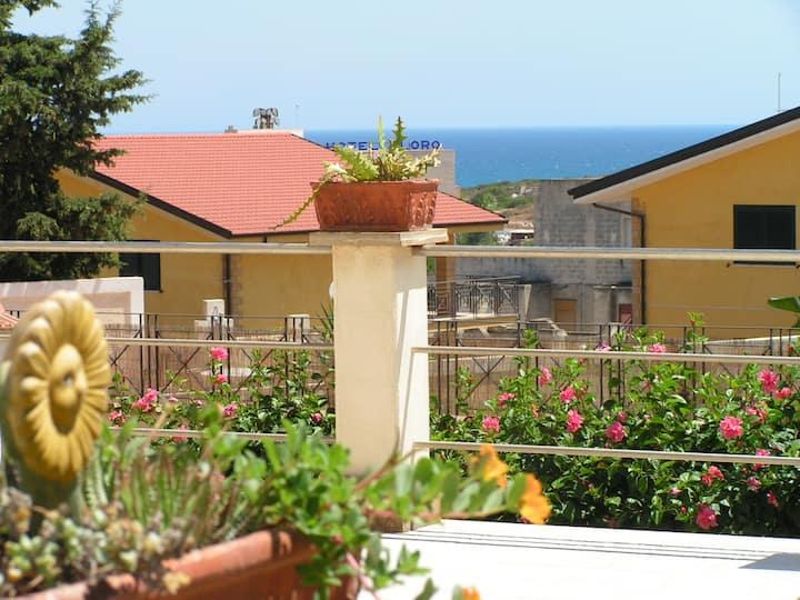 Double en-suite in Villa 5 mins walk from beach