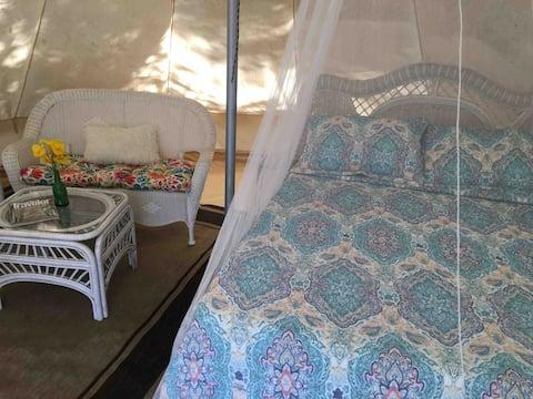 Magical Glamping Yurt/tent on farm, Horses!!