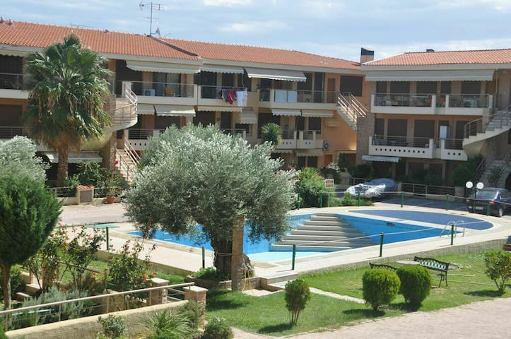 R58 Beautiful maisonette with pool! - Yerakini - Talo