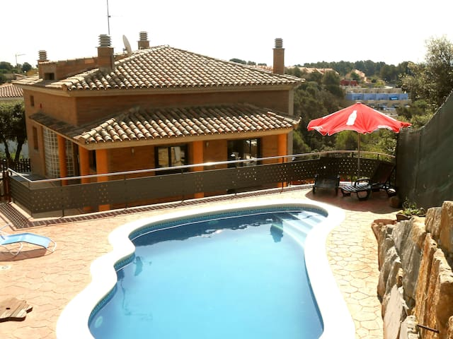 Catalunya Casas: Fabulous Villa Pedrasanta for children. Private pool and stunning views!