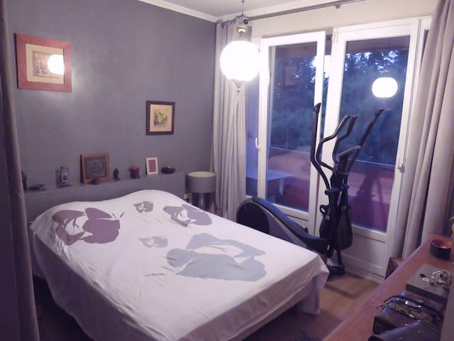 Jolie chambre dans résidence arborée