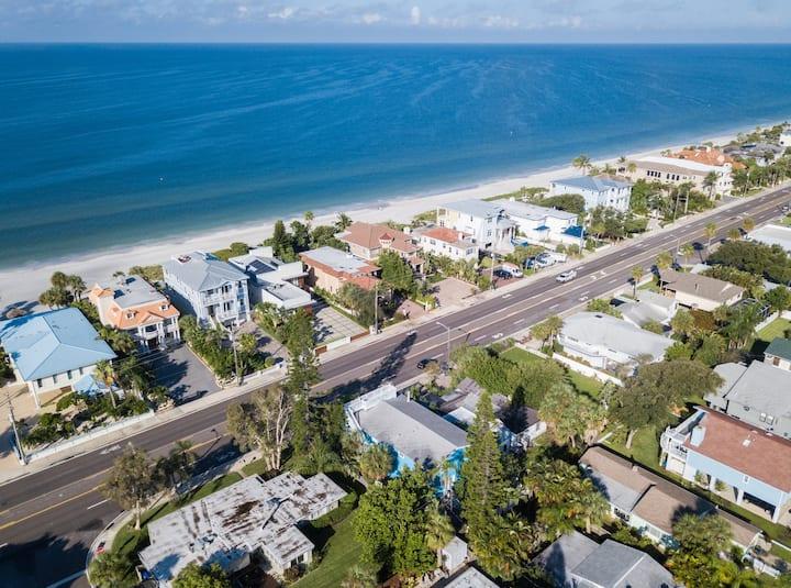 BEACH OPEN! 5 Star Beach House Sleeps 12 Elevator