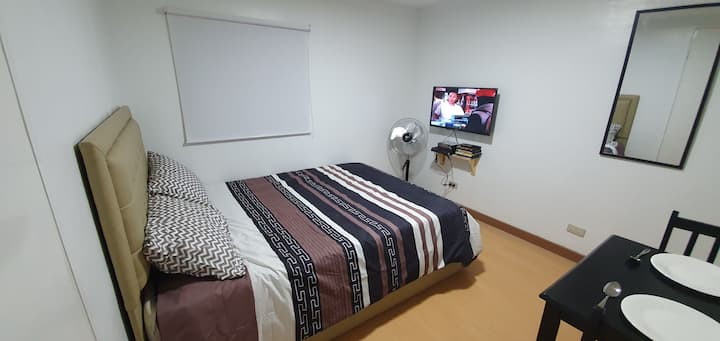 Clean Budget Room for 2