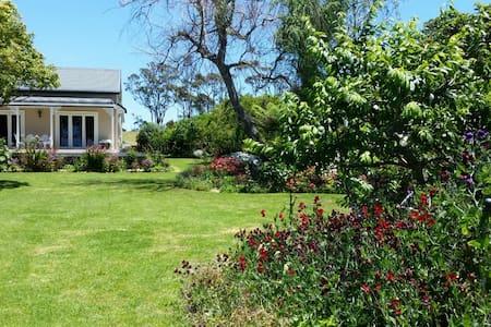 Rose Cottage - Vintage Charm - Athenree - Chambres d'hôtes