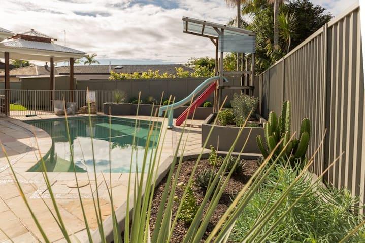 Kingfisher Retreat Burleigh Heads - Burleigh Waters - Casa