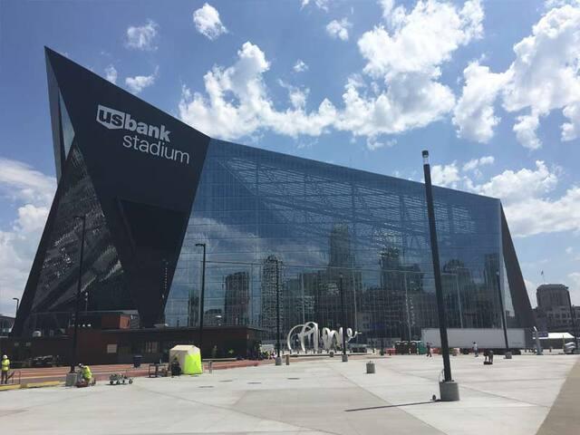 Super Bowl 2018 - Walk to US Bank Stadium - Minneapolis - Condominium