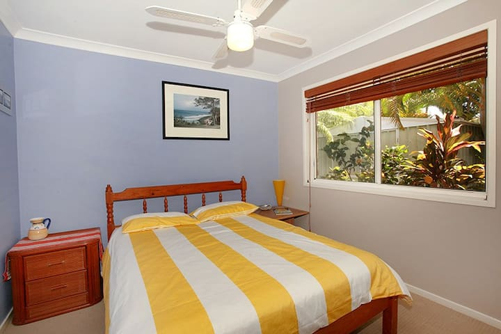Tropical paradise -BednBreakfast -Pet friendly - Yaroomba - Bed & Breakfast