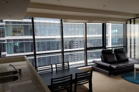 WORLD TOWER SYDNEY HIGHRISE + ENSUITE BATHROOM - Sydney
