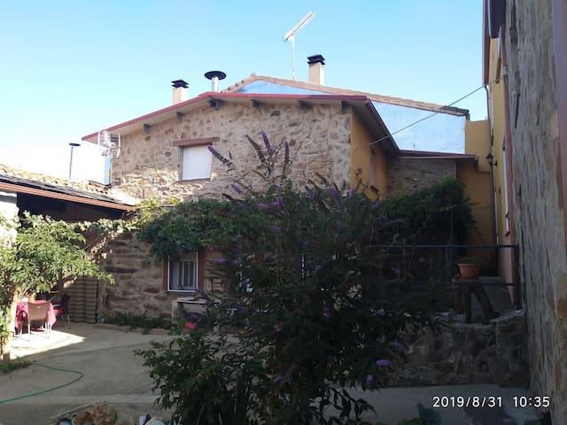 Casa El Zoela - Lobos y Castros en la Culebra