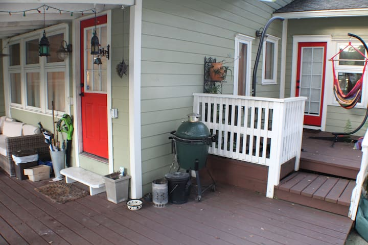 Upper and lower patio space