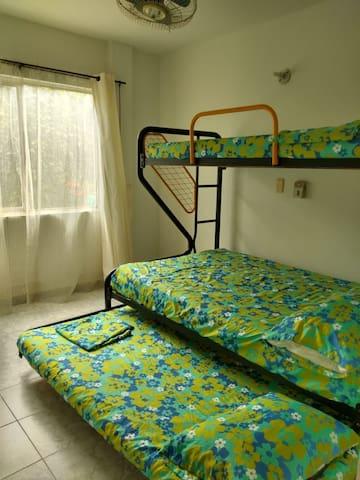 Habitación primer piso con camarote semidoble; acomodación 1,2,1 total 4 invitados