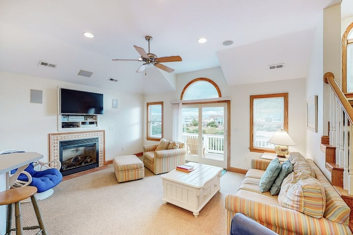 Relaxing Corolla home w/ private pool, hot tub, & rec room - close to the beach!
