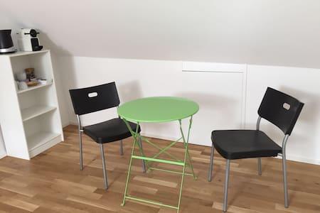 Calme, confortable et spacieux (chambre ouest) - Casa