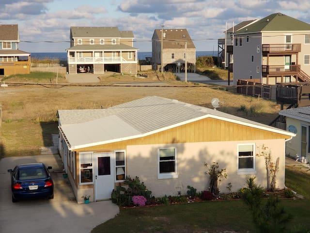 Avalon Beach Cottage OBX (Walk to Pier + Beach)
