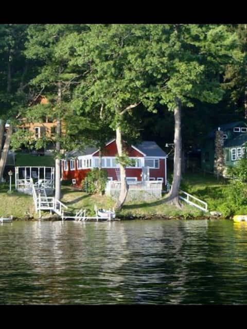 Quaint Cottage waters edge - Lake Bomoseen, VT