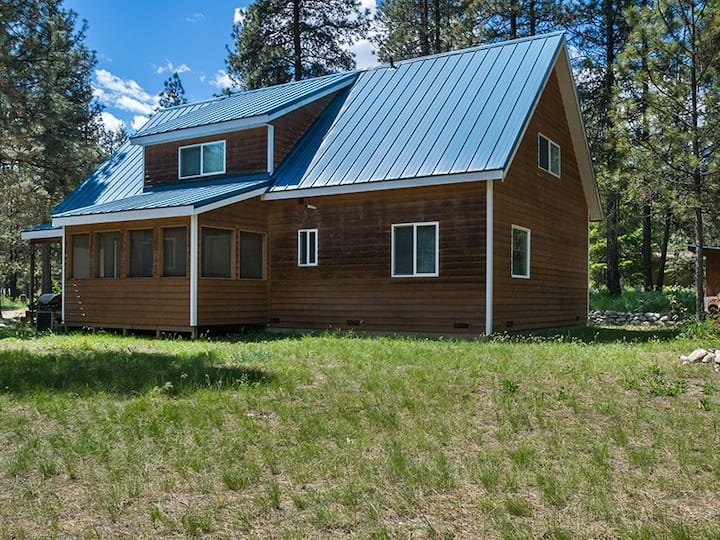 Perfect Large Cabin for Families and Friends