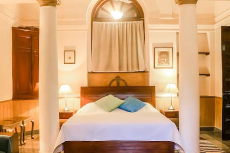 lutynes Central new delhi, colonial charm