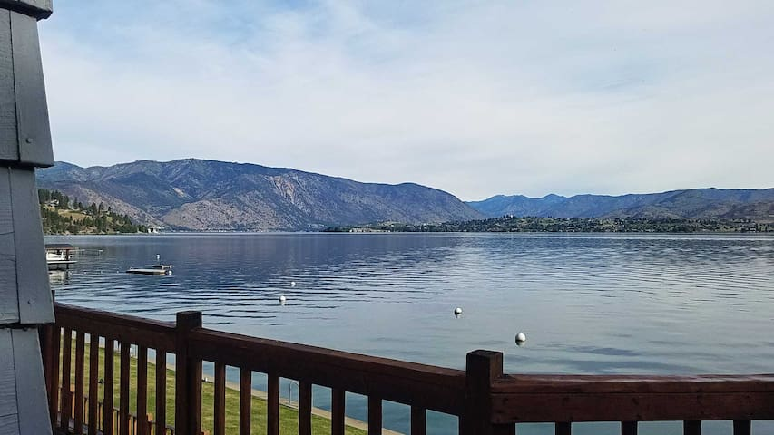 Cozy Waterfront Condo on Lake Chelan, Wifi