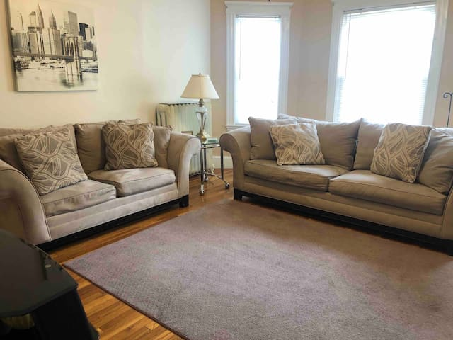 3 bedrooms Apt. Minutes from downtown Boston.
