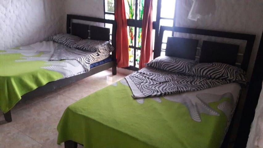 Cómodas y acogedoras habitaciones! - Silvania - บ้าน