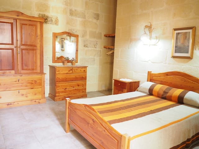 Large double bedroom with ensuite shower