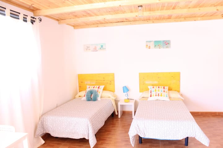 Habitación playa y aeropuerto. B - El Goro - Hus