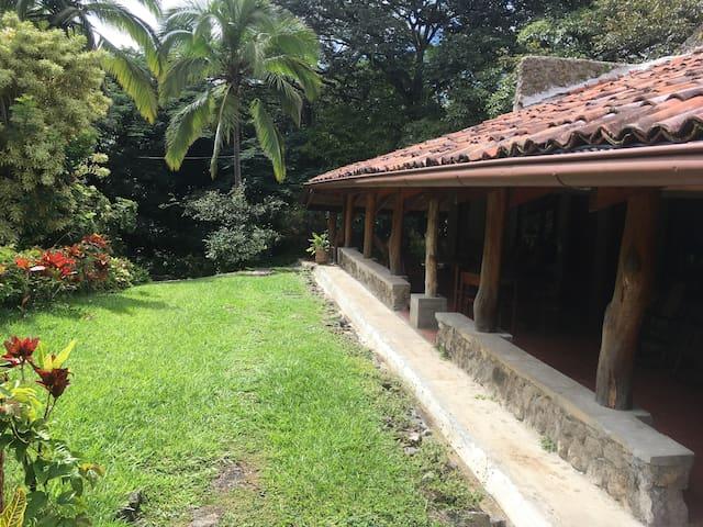 Casa de Piedra Santa Ana (Media Casa Oeste)