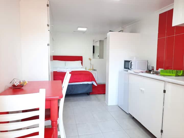 Room 6 @ Jozistay