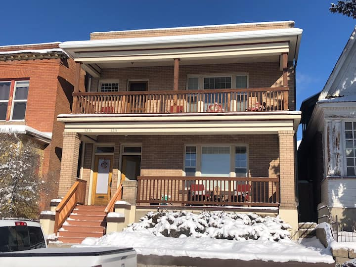 Spacious Executive Apartment in Uptown Butte