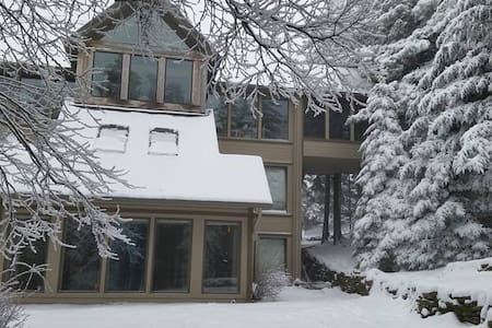 Secluded B&B, Ski/Bike In&Out - Snowshoe