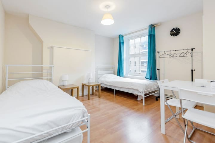 Zone 1 - Stay in Central London (LEI)
