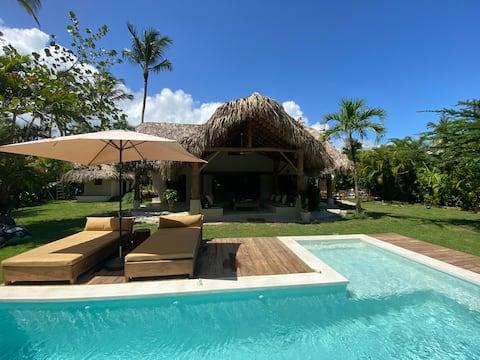 Villa Essence: Lujo a pocos pasos de Playa Bonita