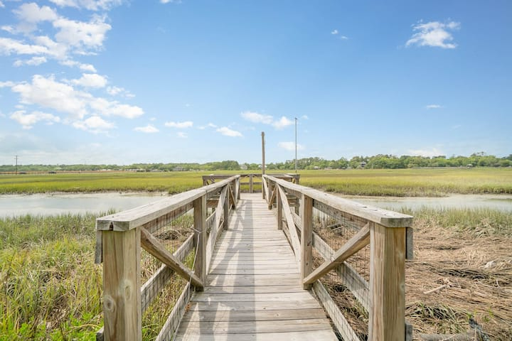 Remodeled Marsh View Cottage - 1 Block to Beach!