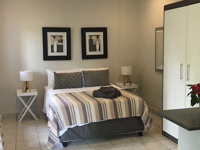 Sunny Menlo Park self contained garden flat - Pretoria - Apartment