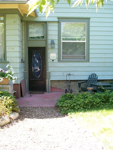 114-B   Quiet and Comfortable .  Nicely Furnished