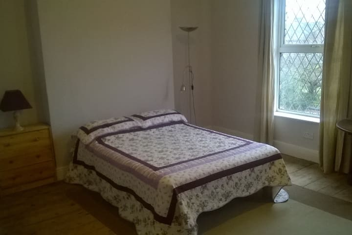 Spacious victorian double room near city centre - Nottingham - Casa