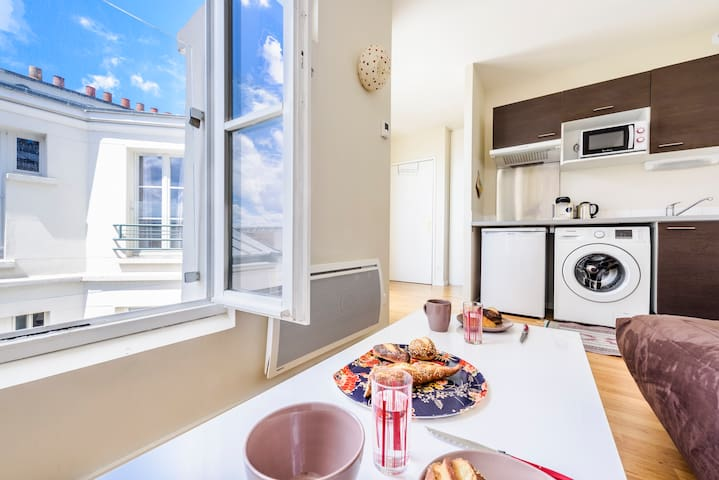 Lovely studio flat in canal Saint-Martin sleeps 2