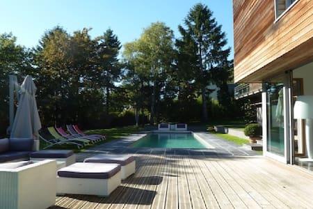 Maison contemporaine avec piscine - Rochecorbon
