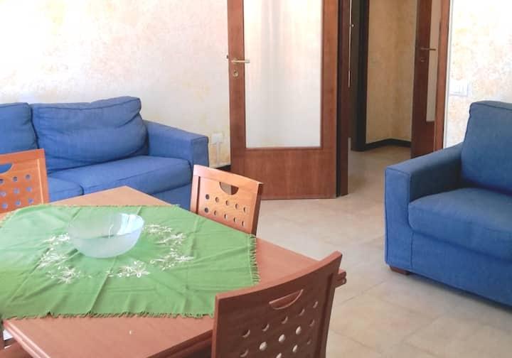 Appartamento in seconda fila dal mare ben servito.